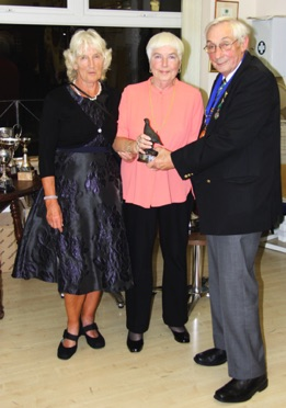 Valerie Wallace, Gill Rodea & George Bivans   >< Bowls Football ( Fulham FC)